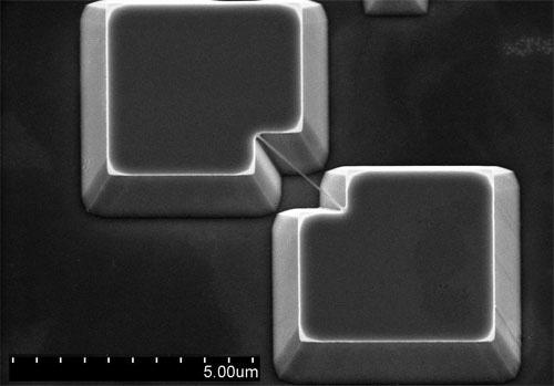 Nano mechanical resonator for sensing applications