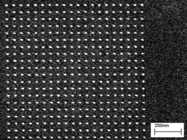Pillar array exposed at 0.42 fC per pillar.