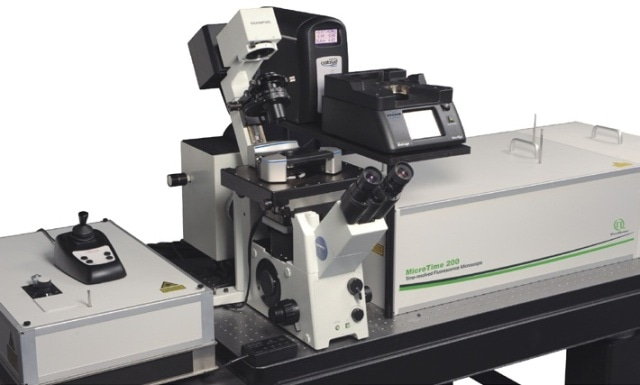 Combined setup of the BioScope Catalyst and the MicroTime 200. The AFM with its sample stage is mounted on the inverted microscope body of the MicroTime 200, which is configured for objective scanning.