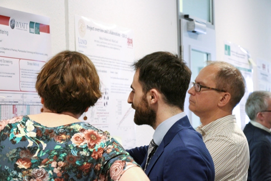 Explaining his research to attendees of Wyatt's workshop on protein characterization in Dernbach.