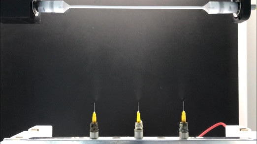 The process of construction with a 3-nozzle feeding unit.