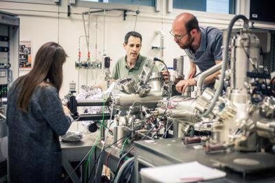 The Nanoprobe instrument combines several technologies in itself: SEM, STM, optical spectroscopy etc.