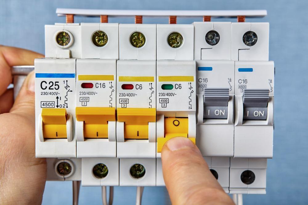 Fuel board, circuit breaker