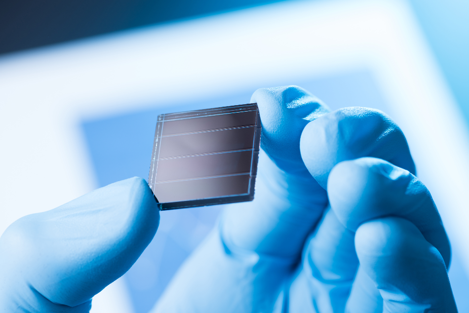 Graphene Flagship researchers successfully combined graphene with tandem perovskite-silicon solar cells to achieve efficiencies of up to 26.3%. Moreover, they envisioned a new manufacturing method that, thanks to the versatility of graphene, allows to reduce production costs and could lead to the production of large-area solar panels