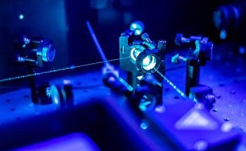 Using Photoinduced Force Microscopy to Visualize Atomic-Scale Structures with Subnanometer Resolution