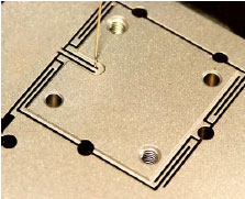 Single-axis nanopositioning stage with anti-arcuate-motion flexure design. The best flexure designs provide guiding precision in the low nanometer range. Active Trajectory Control can further improve guiding precision.